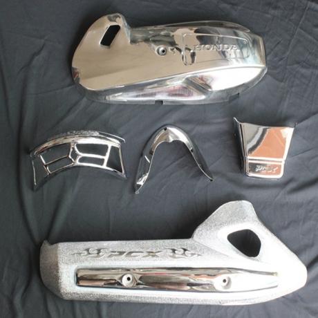 Phụ tùng bằng nhựa: Nắp đèn xi nhan, mặt nạ, logo